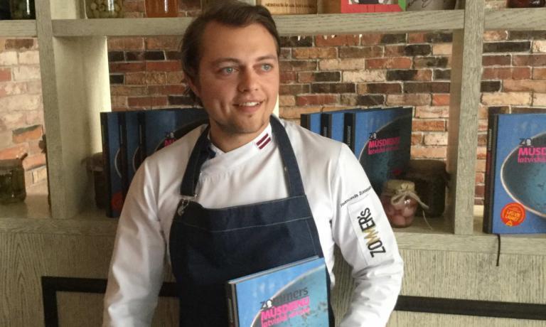 Raimonds Zommersè stato chef daKalku Vartiper 14 anni, uno dei ristoranti storici più conosciuti di Riga. Nel 2013 ha vinto il concorso diModern Latvian Flavour, ed è stato eletto chef dell'anno 2 volte. Oggi dirige il suo ristorante di cui è anche patron,Entresol,e insieme ad un gruppo di giovani chef locali promuove la New Latvian Cusine. Lo abbiamo conosciutoin occasione della edizione primaverile dellaRiga Restaurant Week. L'edizione autunnale della manifestazione si è svolta dal 10 al16 ottobre