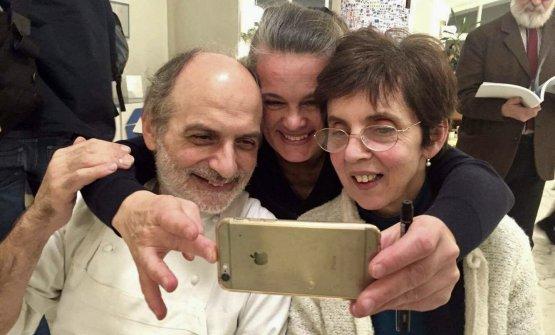 L'ideatrice e curatrice di Caffè Italia, Johanna Ekmark, traCorrado e Nives Assenza
