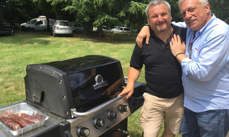 Mister barbecue Gianni Guizzardi con Davide Scabin, tra gli 80 ospiti che hanno cucinato nella due giorni