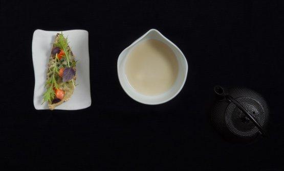 Salmerino in brodo con verza in tempura e prugne u