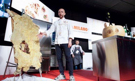 Riccardo Camanini e la sua pecora bergamasca messa a seccare e ricoperta di cera (leggiStrepitoso Camanini: cera una volta la sbernia)