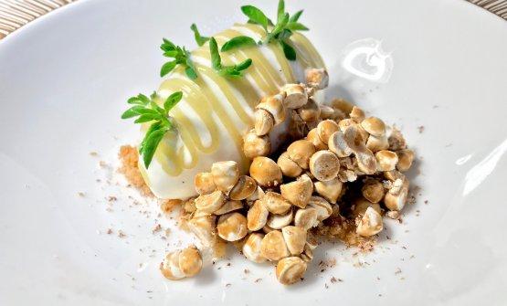 Latte & Fichi: gelato ai fiordilatto, crumble, meringhette all'aceto balsamico, maggiorana, confettura di fichi, gel al limone salato