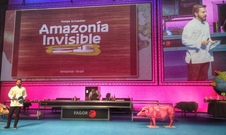 Un'Amazzonia invisibile, ma molto saporita: è quella che Felipe Schaedler ha raccontato a Gastronomika 2016. Lo chef di Manaus ha ricevuto tre anni fa dal governo brasilianouna delle più importanti onorificenze del paese per il suo lavoro di recupero della cultura indigena