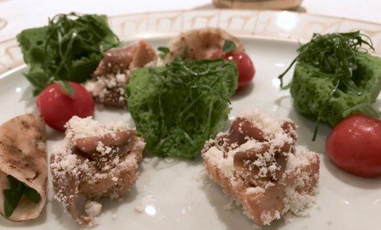 Appetizer:Idea di un Habanero (Conti);Pane soffice alla bietola (Berton); Acciughe, burro e nocciole (Conti);Tacos di sedano rapa, Grana Padano e rucola (Berton)
