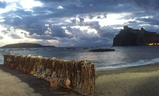 La magia di Ischia all'alba