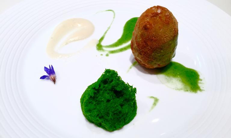 L'Uovo di carciofo con salsa di topinambur e mentuccia di Sandro Serva