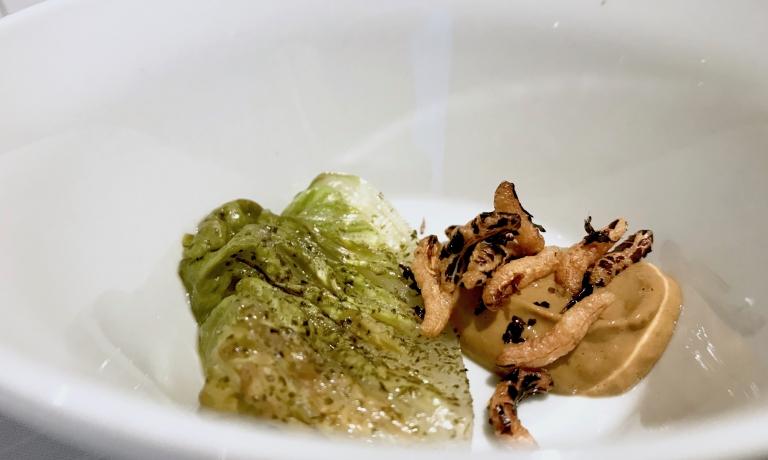 Lattuga all'alga nori, emulsione di cozze e paprika