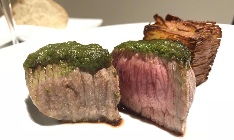 Manzo sardo-modicano in crosta d'erbe, sfogliata di patate, salsa al vino rosso