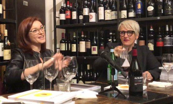 Eleonora Cozzella e la moderatrice Elisia Menduni all'incontro da Roscioli