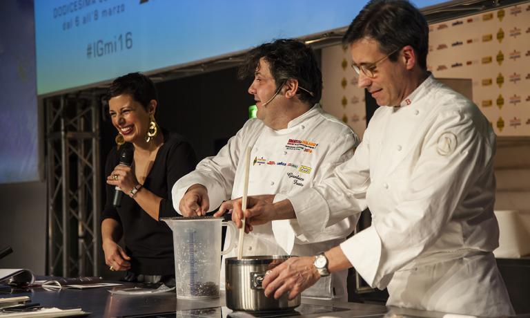 Con Gianluca Fusto, la moderatrice del pomeriggio dolce Francesca Romana Barberini e il pasticciere di AbbiategrassoAndrea Besuschio