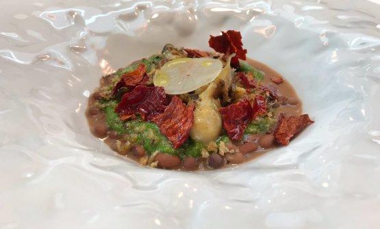 Garusoli in coccio con fagiolina del Trasimeno, rapa bianca marinata al miele di rosmarino, bagnetto verde e peperoni di Senise