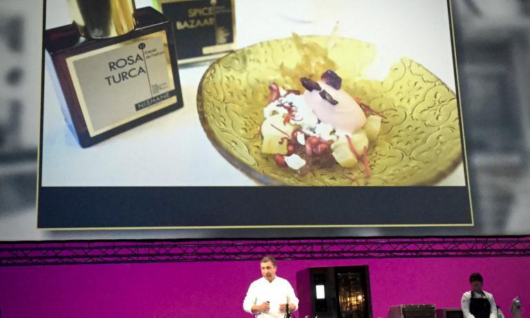 The cooking tour experience, ossia il progetto di allargare le frontiere della cucina del mondo, percorrendone le frontiere stesse. Nella foto, un dolce ispirato alla Turchia