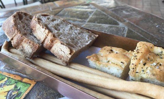 Pane a lievitazione naturale di farine di grani antichi siciliani varietà Tumminia e Russello. Panificazione a cura di Giacomo Caravello