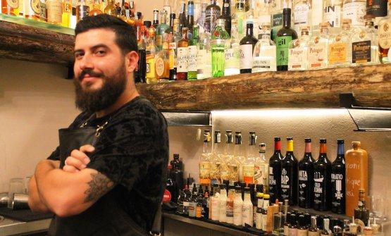Gianluca di Giorgio, siciliano di Cefalù, 31 anni, al timone delBocum di Palermo, cocktail bar, vineria, cucina fusion.Il suo cocktailOttovolantesi gioca la finale del Premio Strega mixology il 5 luglio a Roma