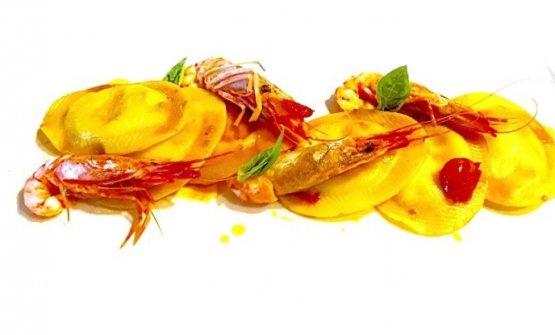 Ravioli ripieni di burrata con gambero viola di Gallipoli: il piattodell'autunno di Santi Ruud
