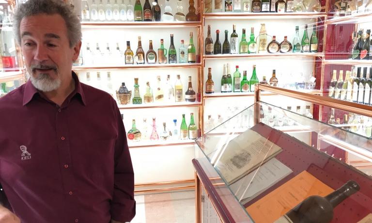 Jacopo Poli all'interno del museo della grappa