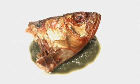 Testa di sarda di lago e salsa verde: texture intrigante, gusto sorprendentemente senza spigoli