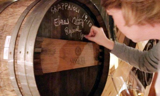 Le firme sulla botte: diventerà grappa di Sassicaia