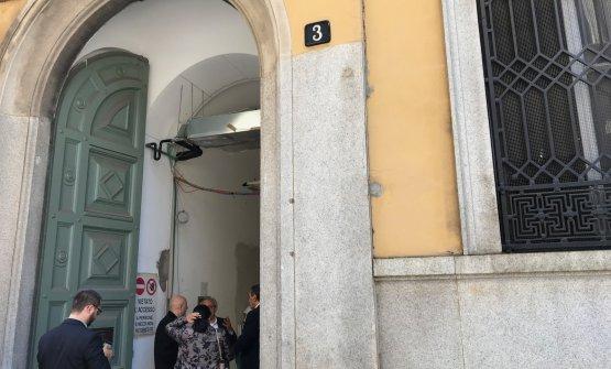 L'ingresso in via Romagnosi 3