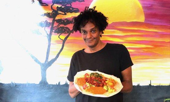 Biniam Sagai, titolare del ristorante Savana di Mi