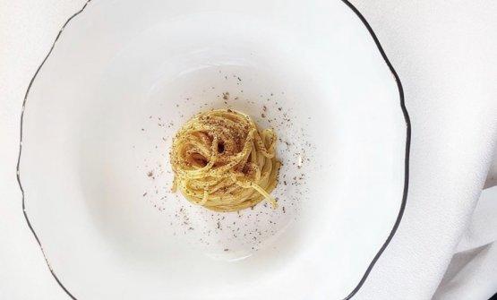 Spaghettino ricci di mare e cardamomo nero