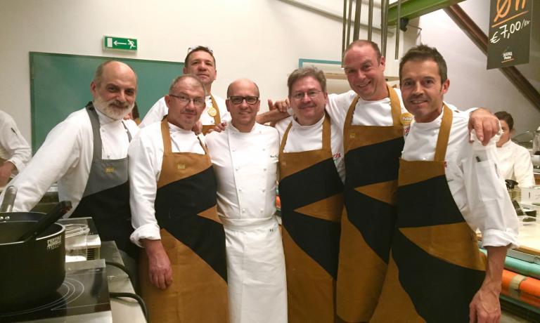 Corrado Assenza ed Heinz Beck con alcuni dei pizzaioli protagonisti della prima giornata di PizzaUp 2015. Lo chef ospite speciale della seconda giornata sarà Nicola Portinari