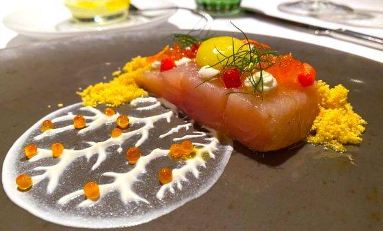 Sashimi e uova di trota dell'Isonzo, erbe spontanee, fiori eduli, polenta croccante, ricotta e caviale con sorbetto all'olio EVO e limone