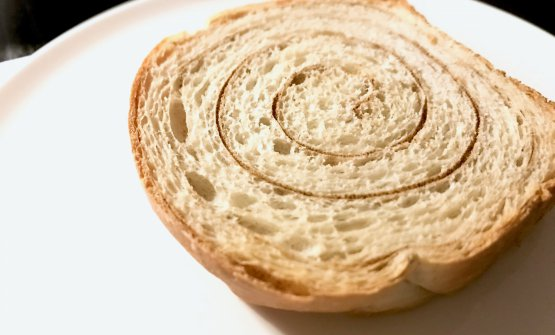 Pan brioche con polvere di semi d'oliva
