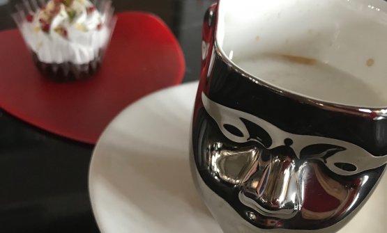 Caffe con petit fours