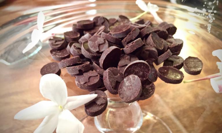 Il cioccolato al gelsomino pronto per la degustazione