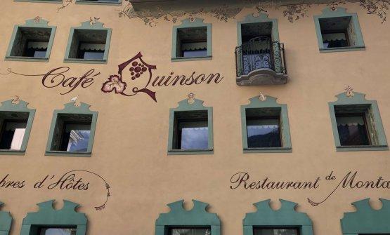 La nuova facciata del Cafè Quinson di Morgex (Aos