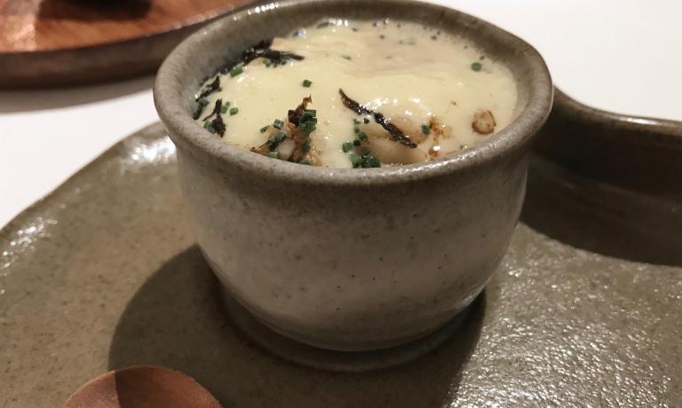 Té ai funghi con zabaione di porcini: note tostate, c'è pulizia eppure sapidità