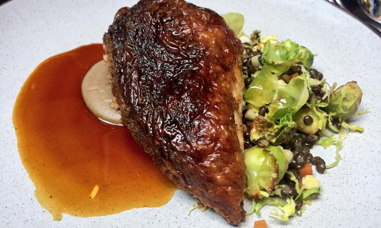Il petto di pollo arrosto del Nomad, così come viene servito al tavolo. Eleganza, tenerezza e opulenza