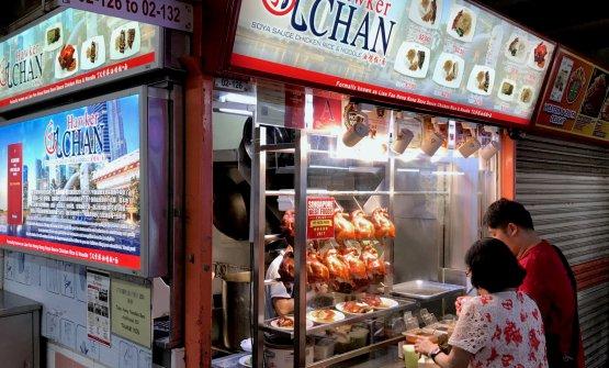 L'Hawker Chan Soya Sauce Chicken Rice & Noodle: chiosco a Singapore, ma stellato Michelin. Difficile spendere più di 10 euro, a dir tanto