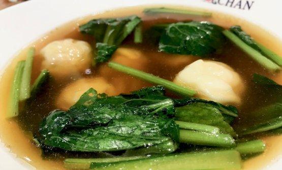 Noi abbiamo assaggiato anche la wonton soup