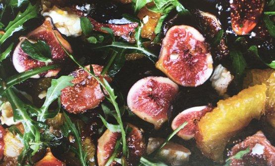 Insalata di feta, arance e fichi caramellati, una delle ricette che compongono Plenty More di Yotam Ottolenghi (Bompiani/Giunti editore, 29,75 euro se acquistato online)