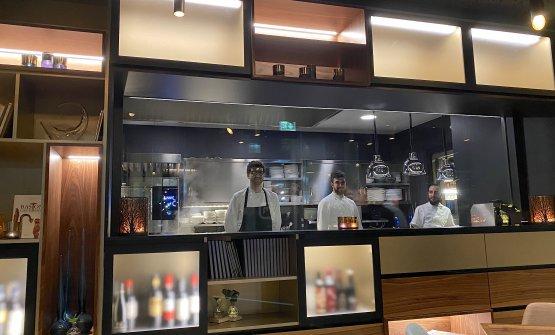 La cucina a vista del rinnovato ristorante Meta a