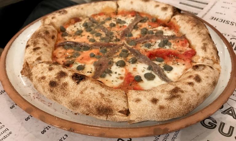 La deliziosaNapolidiFramento, indirizzo cagliaritano di pizze di gran qualità, voluto dallo chef Pierluigi Fais