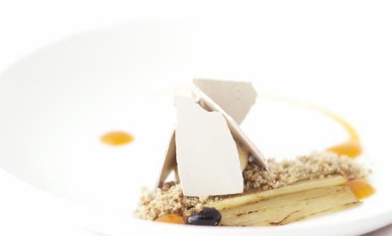Cardi, gelato alle noci, cachi e meringa alle olive è il piatto 2017 di Alessandro Bellingeri, chef dell'Osteria de l'Acquarol aPanchià (Trento)