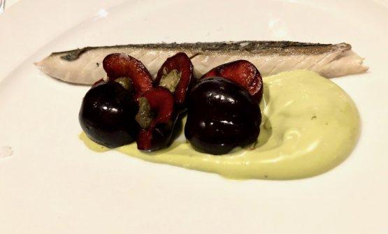 Sgombro, ciliegie, pistacchi