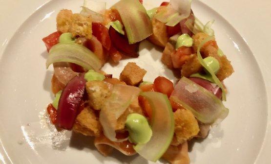 Salmone, panzanella di anguria e basilico