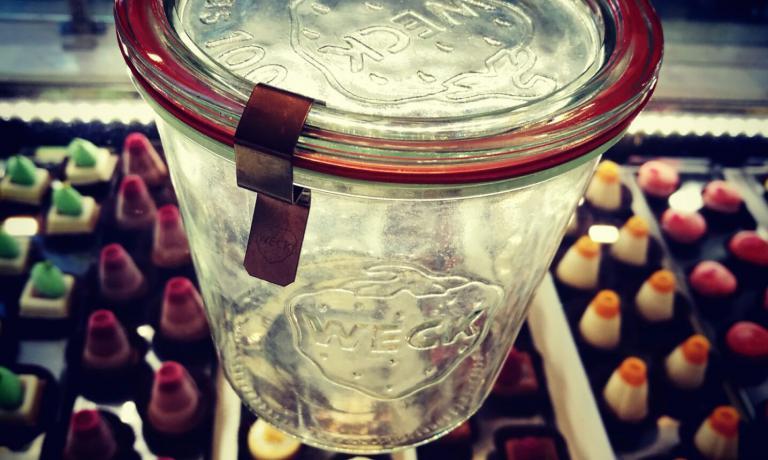 I vasi ideali per la vasocottura sono prodotti dai tedeschi di Weck: vetro spesso, guarnizione resistente, linea elegante