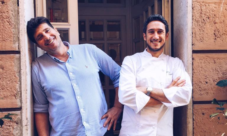 Stefano Chinappi, a sinistra, patron del Ristorante Chinappi di Roma (tel. +39.06.4819005), con Federico Delmonte, nuovo cuoco marchigiano da poco alla guida della cucina del locale