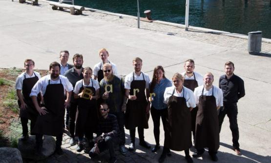 La brigata di Barr, il nuovo ristorante di Copenhagen che nasce dalla collaborazione tra due tra i più famosi cuochi danesi: René Redzepi e Thorsten Schmidt. Aprirà il 5 luglio nello stesso locale che ha ospitato fino a febbraio 2017 il Noma