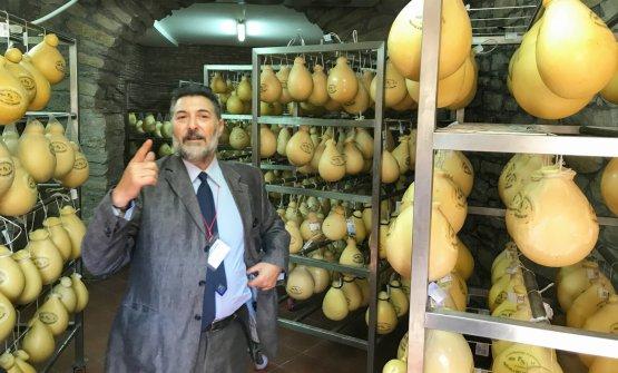 Il professor Giuseppe Licitra, responsabile scientifico del Consorzio della Provola dei Nebrodi, apre le porte del primo centro di stagionatura del Consorzio, che raccoglierà a Florestale migliori produzioni del 25 associati