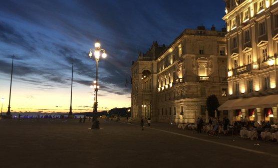 Tramonto dalla splendida piazza Unità d'Italia a Trieste