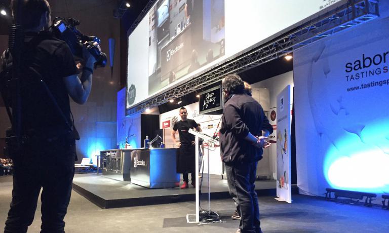 Sosa sul palco di Madrid FusiónconDabiz (o David) Muñoz, considerato uno dei giovani principali esponenti della postavanguardia