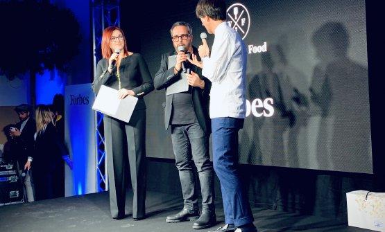 La cerimonia di premiazione, sul palcoEleonora Cozzella, Marco Baldini e Davide Oldani