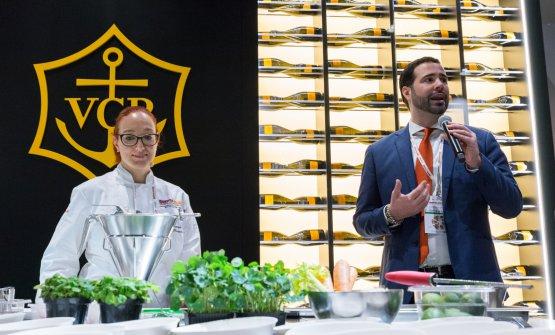 La giovane chef assieme a Carlo Boschi, responsabile di Veuve Clicquot in Italia
