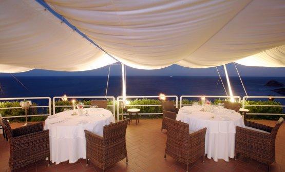 La bella sala esterna del ristorante Claudio(foto Neviodoz)